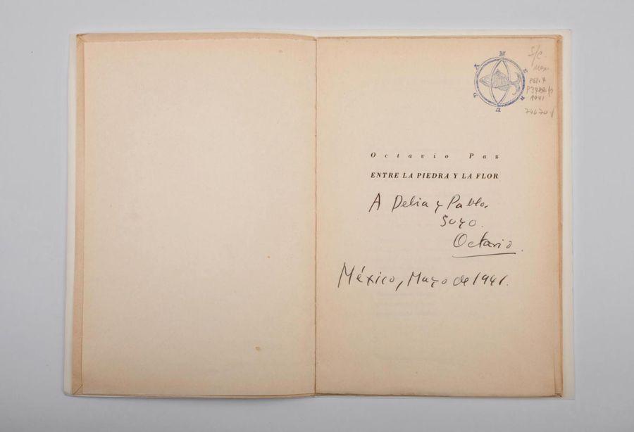Octavio Paz, Entre la piedra y la flor, Editorial Nueva Voz, México, 1941, 15 páginas. Colección Neruda.